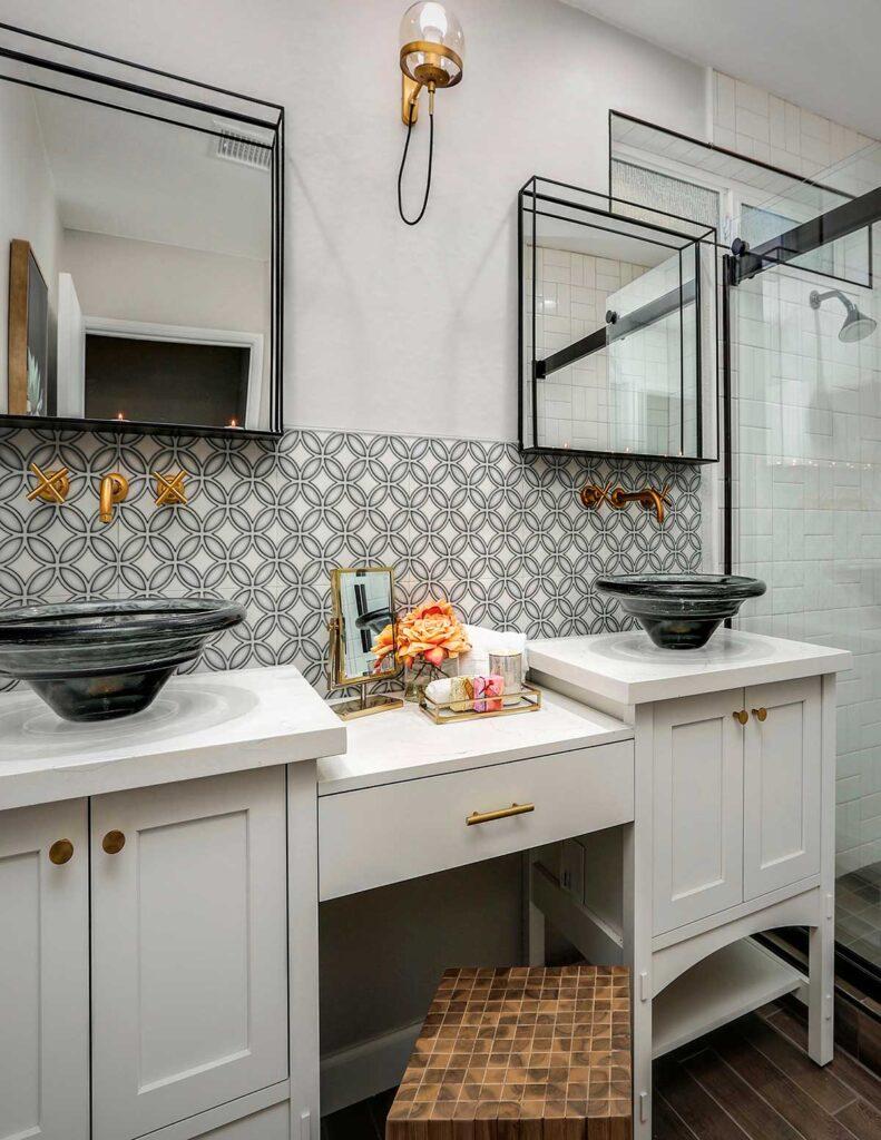 40_Crescent Pebble Grey AST Bathroom