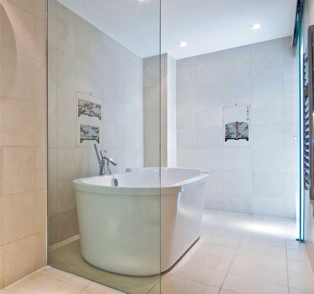 40_Muromachi Murals Bathroom Installation Carrara
